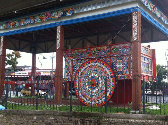 Carreta decorada en el centro del pueblo de Sarchí. Costa Rica
