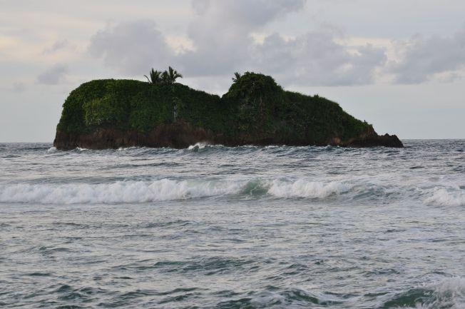 Islote Pirriplí frente a la Playa de Cocles en Puerto Viejo de Limón. Costa Rica
