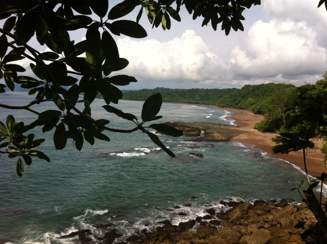 Atardecer en la Playa Quizales en la Península de Nicoya. Costa Rica