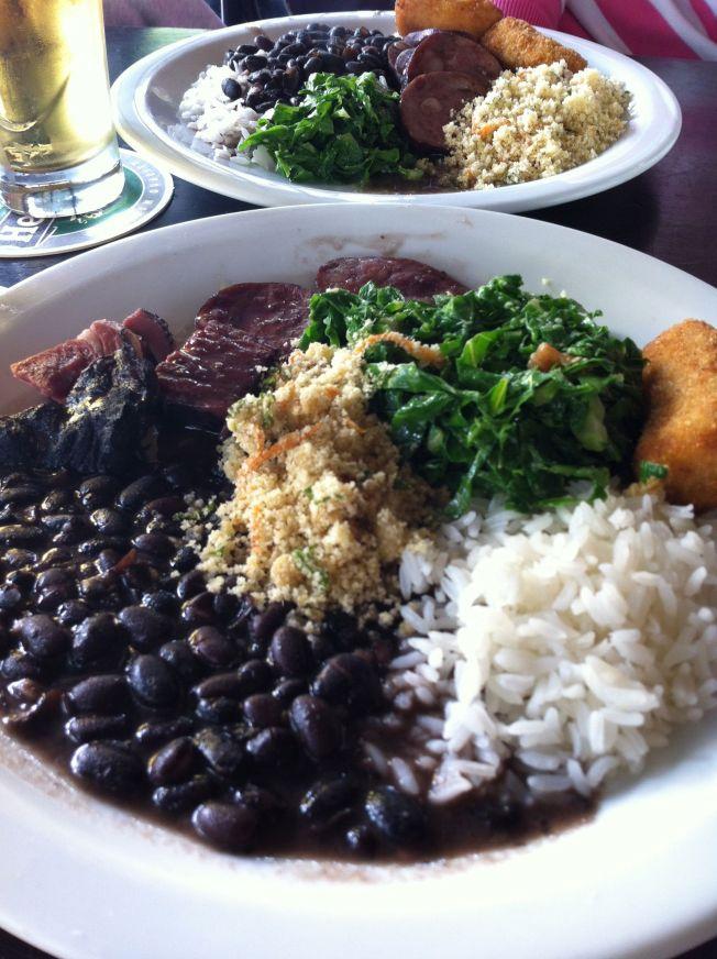 La feijoada, plato típico de la Cocina Brasileña. Bar Aurora (Itaim Bibi)